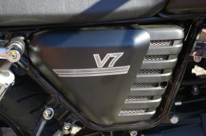 1-V7 side cover