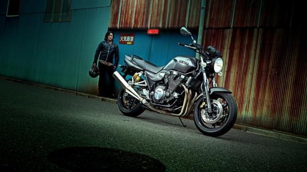 2014-Yamaha-XJR1300-EU-Matt-Grey-Static-001