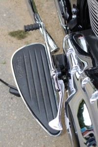 1-Triumph Thunderbird LT - floor board and shifter