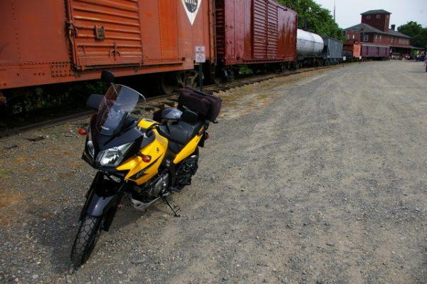 1-V-Strom and train-001