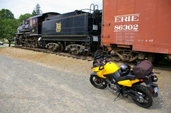 1-V-Strom and train - tight