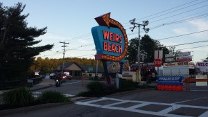 Weir's Beach sign