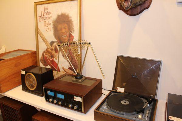 Radio and turntable
