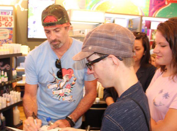 Scott Patterson signs autograph